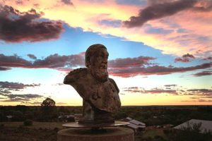 Bust_of_Paul_Kruger_on_Monumentkoppie,_Orania