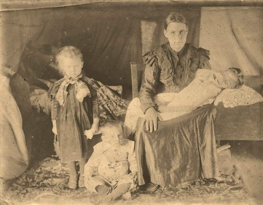 Mother with her dead child – Boer War: Concentration camps.